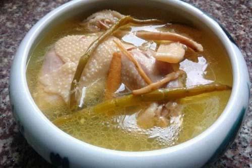 鸭子炖山药_石斛和老鸭搭配食用的三种吃法及功效_中国铁皮石斛网