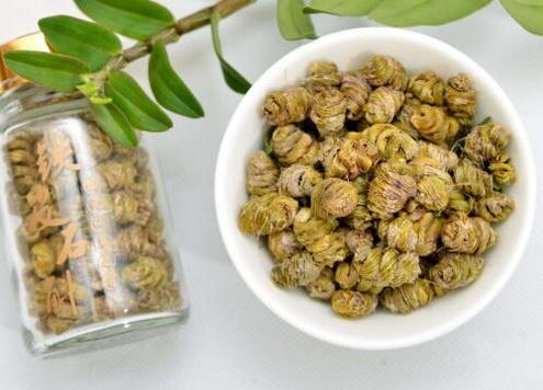 夏季长痱子吃什么好?夏季长痱子怎样用石斛?